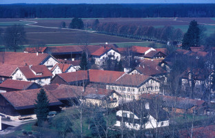 Blick über die Dorfmitte zum Stauchartinger Weg, 1982