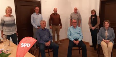 Der neue Vorstand mit Natascha Kohnen v.l.n.r. stehend: Ragni Schmidt, Stefan Pischel, Babak Afshar, Hans Grund, sitzend: Rainer Vorwerg, Dr. Alexander Rickert, Elisabeth Wiesner
