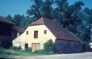 Ehemaliges Brennhaus beim Gasthof zur Post, heute Laden/Videothek
