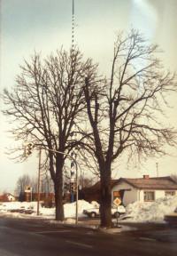 Der alte Bahnhofsplatz von der Müchener Straße, mit Friseurhäusl